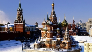 Moscow-Kremlin-Palace-and-Red-Square-in-Winter.jpg